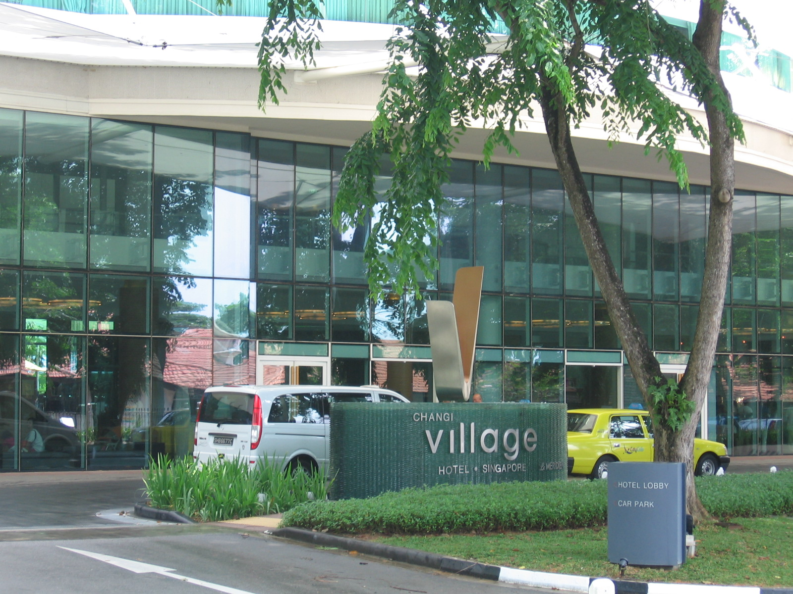 Changi_Village_Hotel_2,_Jul_06
