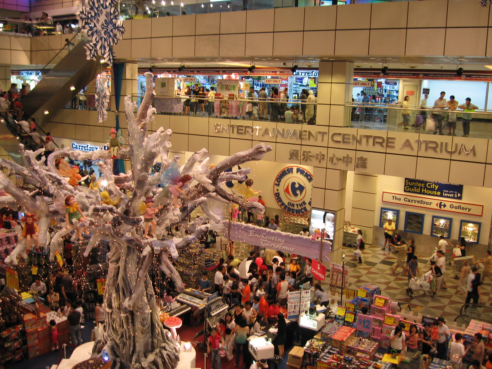 Suntec_City_Mall,_Entertainment_Centre_Atrium,_Dec_05